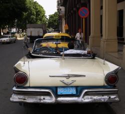 Parked car, Havanna