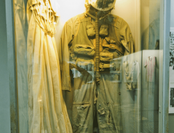 Hỏa Lò Prison, American (captive) flight, Hanoi suit and parachute